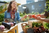 Farmers markets gaining traction in US offer opportunities, challenges