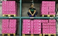 PUR Co. CEO Jay Klein surrounded by gum in a warehouse. Source: The PUR Co.
